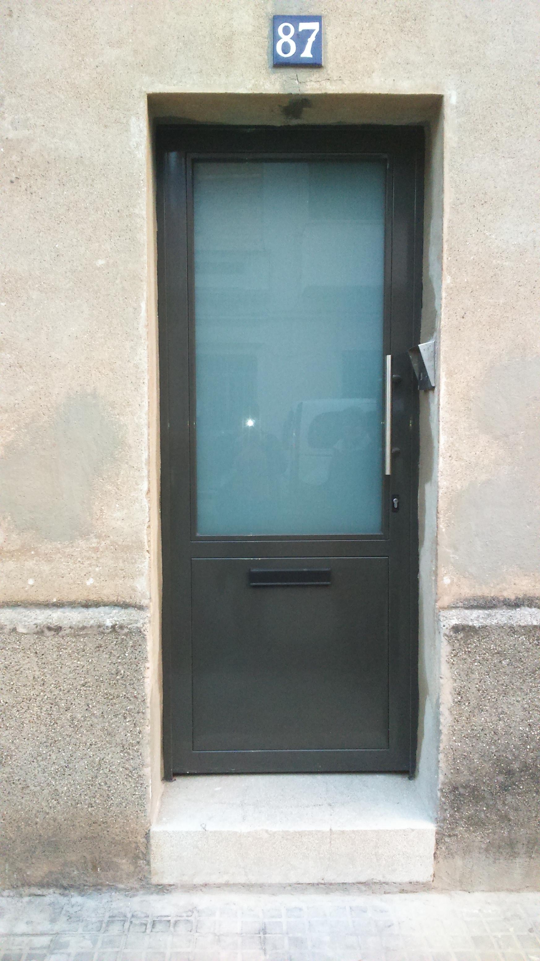 puerta comunidad hierro